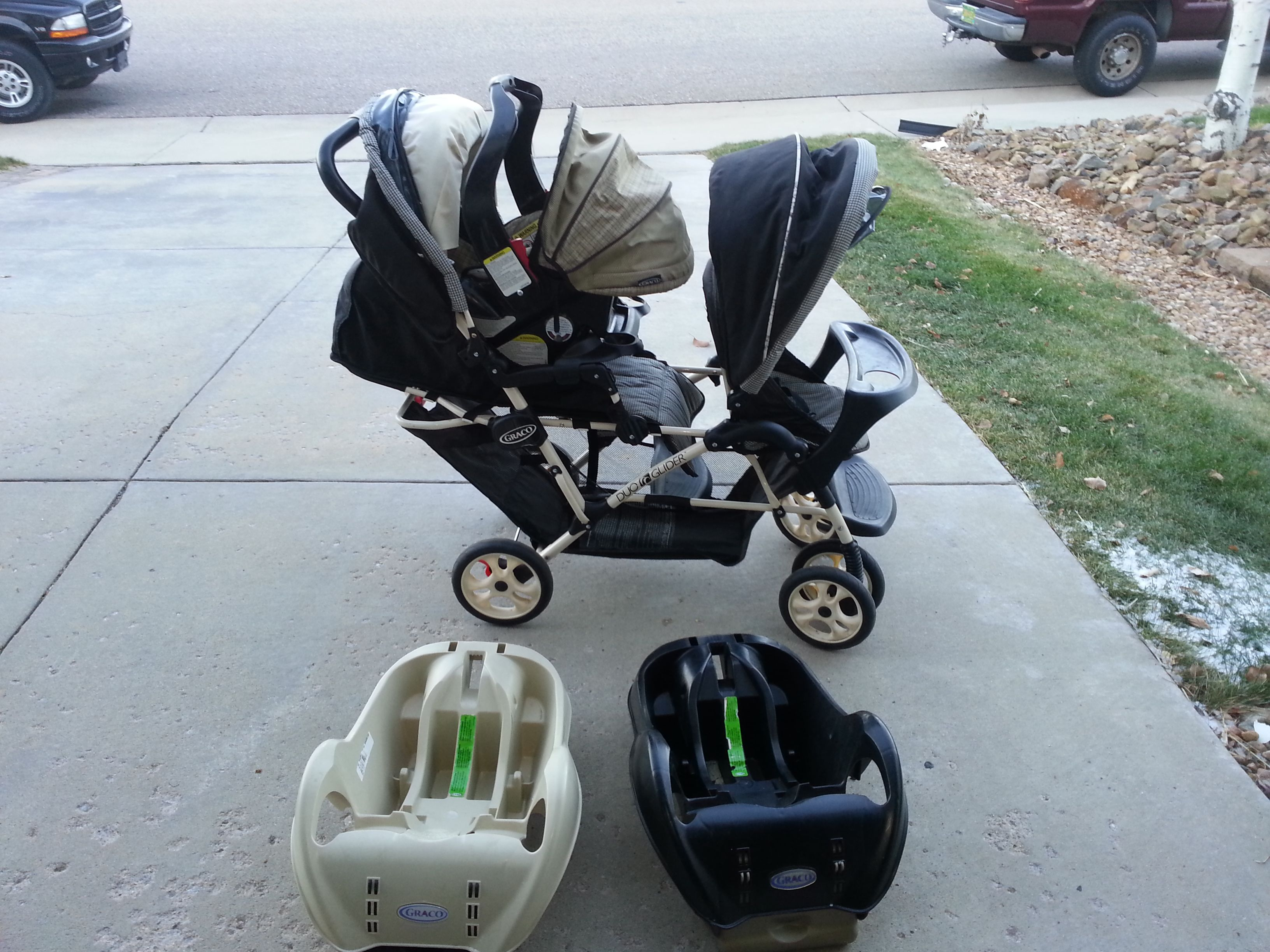 Graco DuoGlider double stroller with car seat and two car seat bases