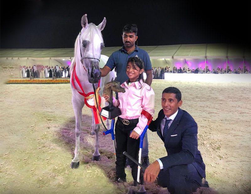 لفتة إنسانية من العارض نبيل الصبحي ومربط الخالد بإهداء الذهب للطفلة دينا العبيدي Arabian Horse Khalid Greats
