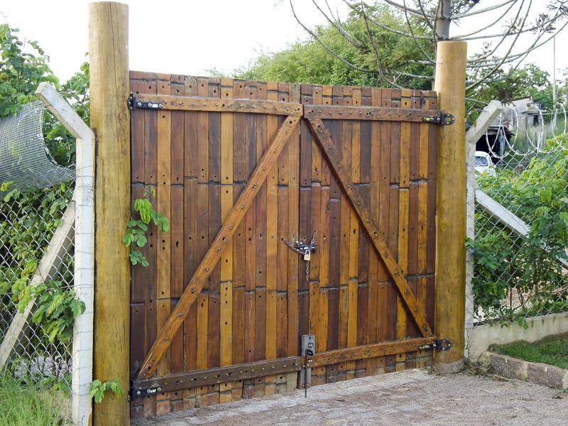 Port o de madeira r stico porta port o muros cercas e - Entradas rusticas ...
