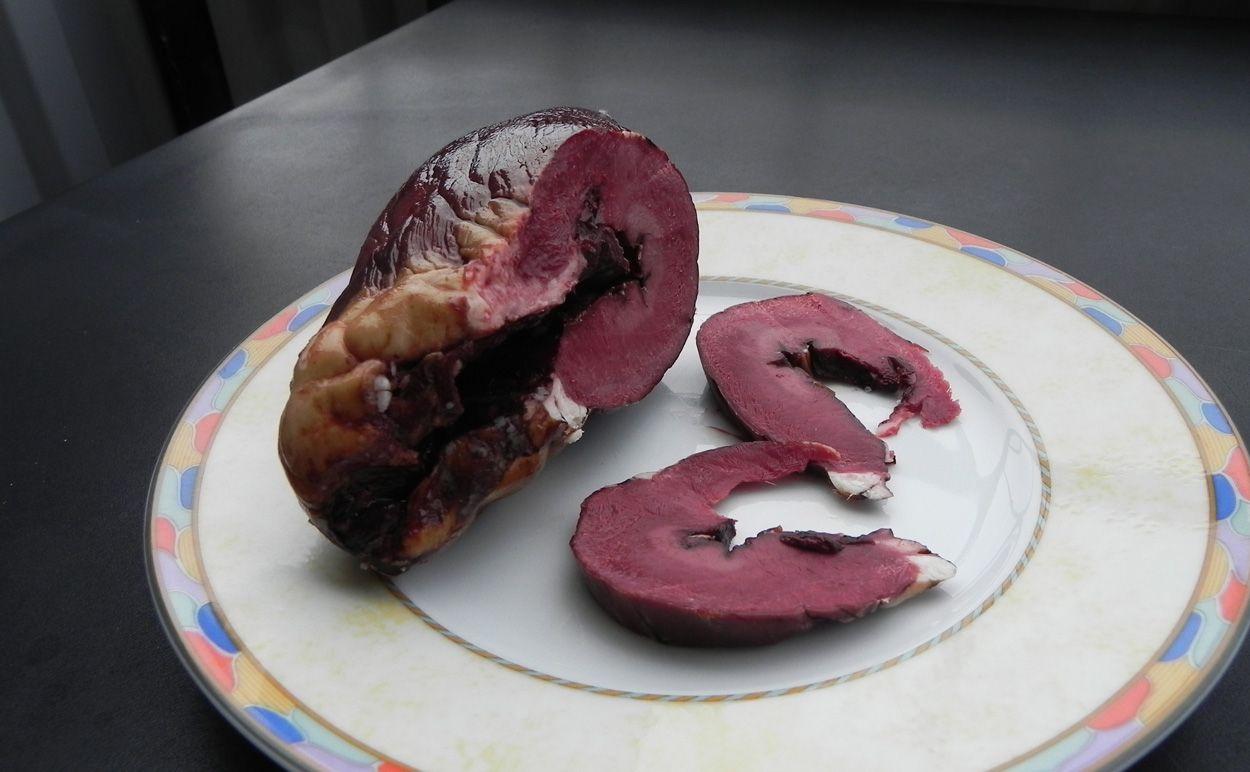 Hjortrygg med svartvinbarssas svamp och saltkokt potatis
