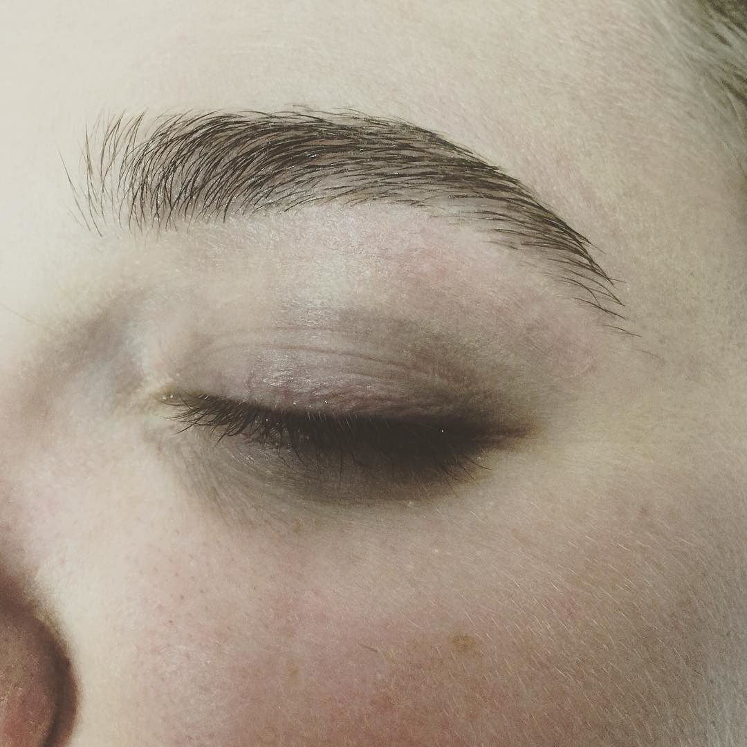 So jealous of my clients brows!! #browboss #browartist #browexpert #brows #supportwilmingtonbusiness #wilmingtongirls #wilmingtonsalon #wilmingtonnc #uncwilmington #uncwgirls #uncw #spreadthewilm #whatsupwilmington #allaboutwilmington #estheticiansrock #estheticianlife #esthetician #eyebrows #eyebrowartist #ilikebigbrowsandicannotlie