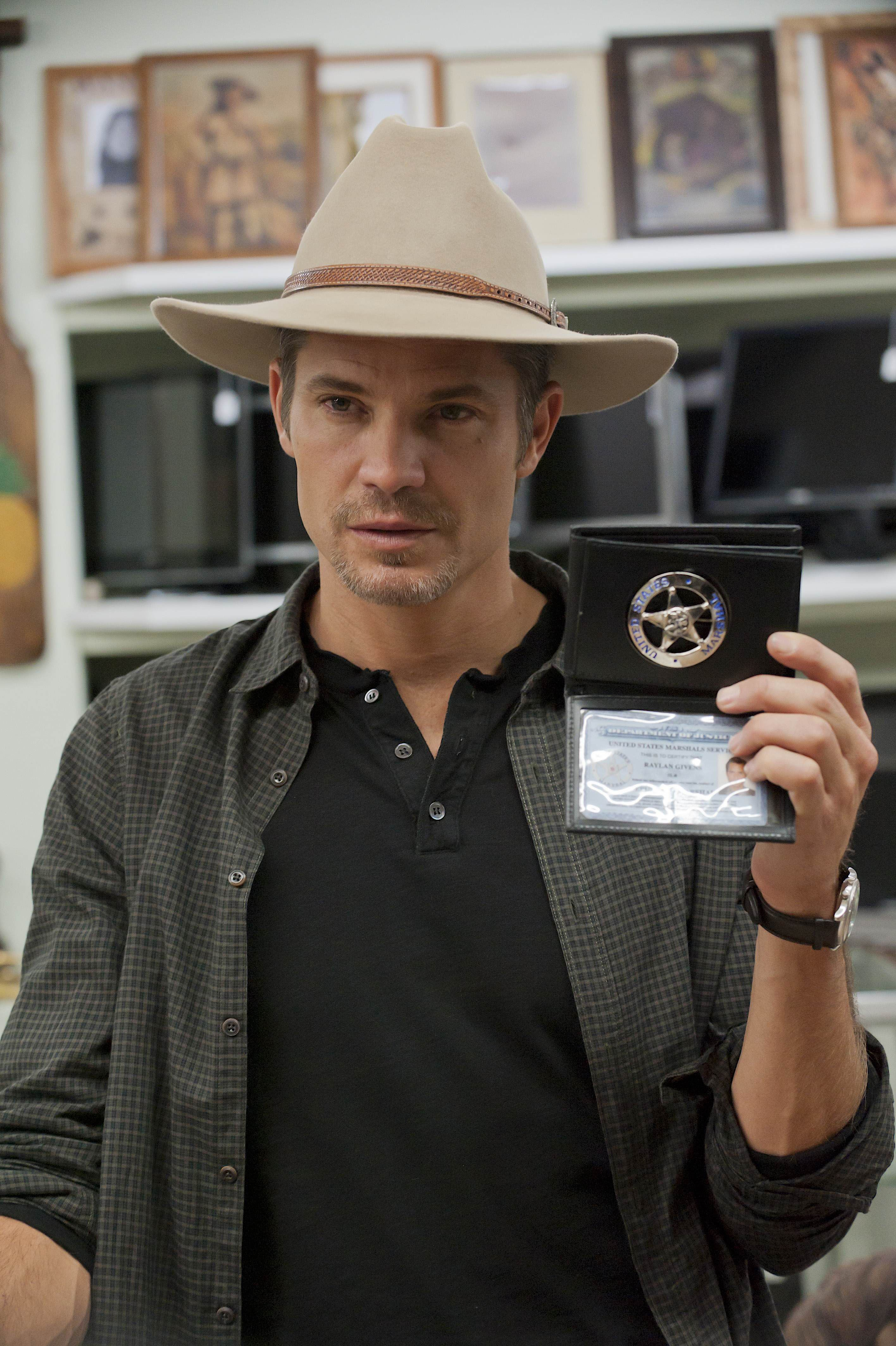 Timothy Olyphant as Raylan Givens in Justified   Timothy ...