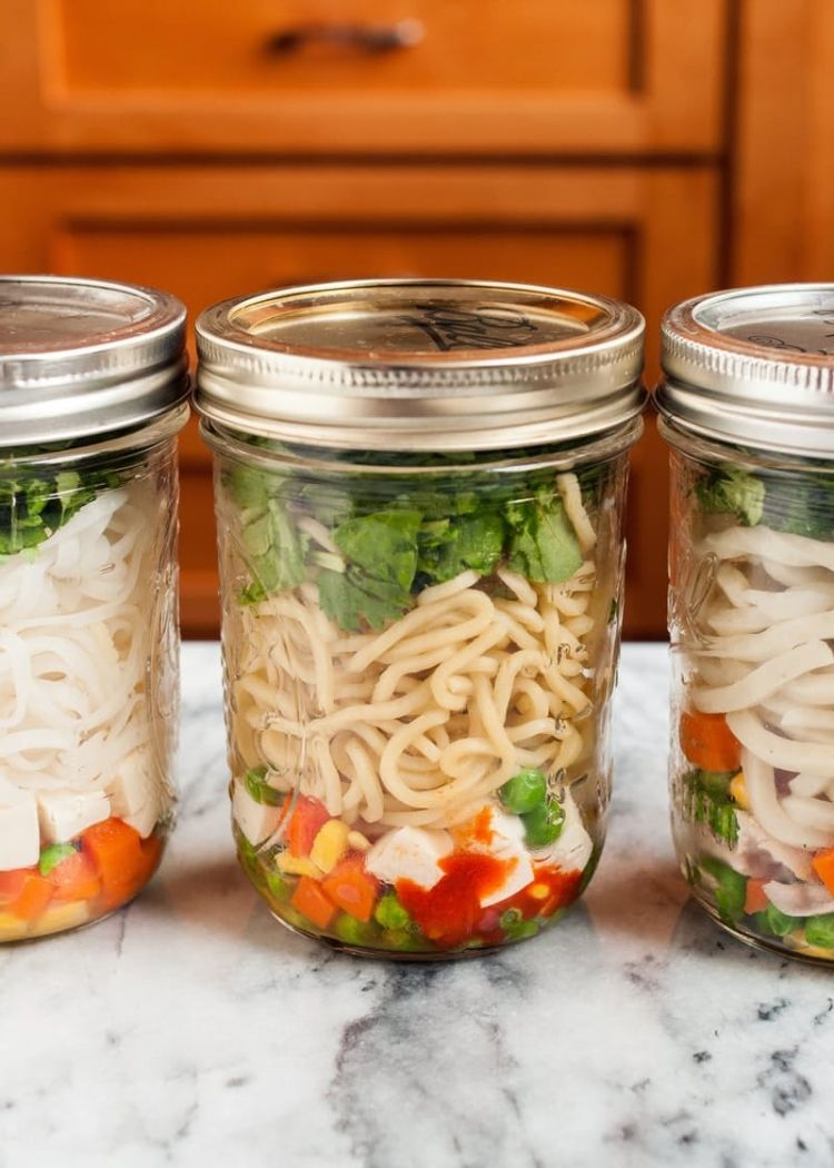 Create DIY instant noodle cups in mason jars.