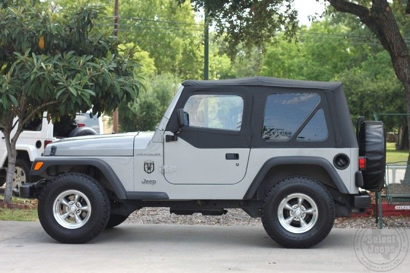 2002 jeep wrangler se 132k miles soft top with half. Black Bedroom Furniture Sets. Home Design Ideas