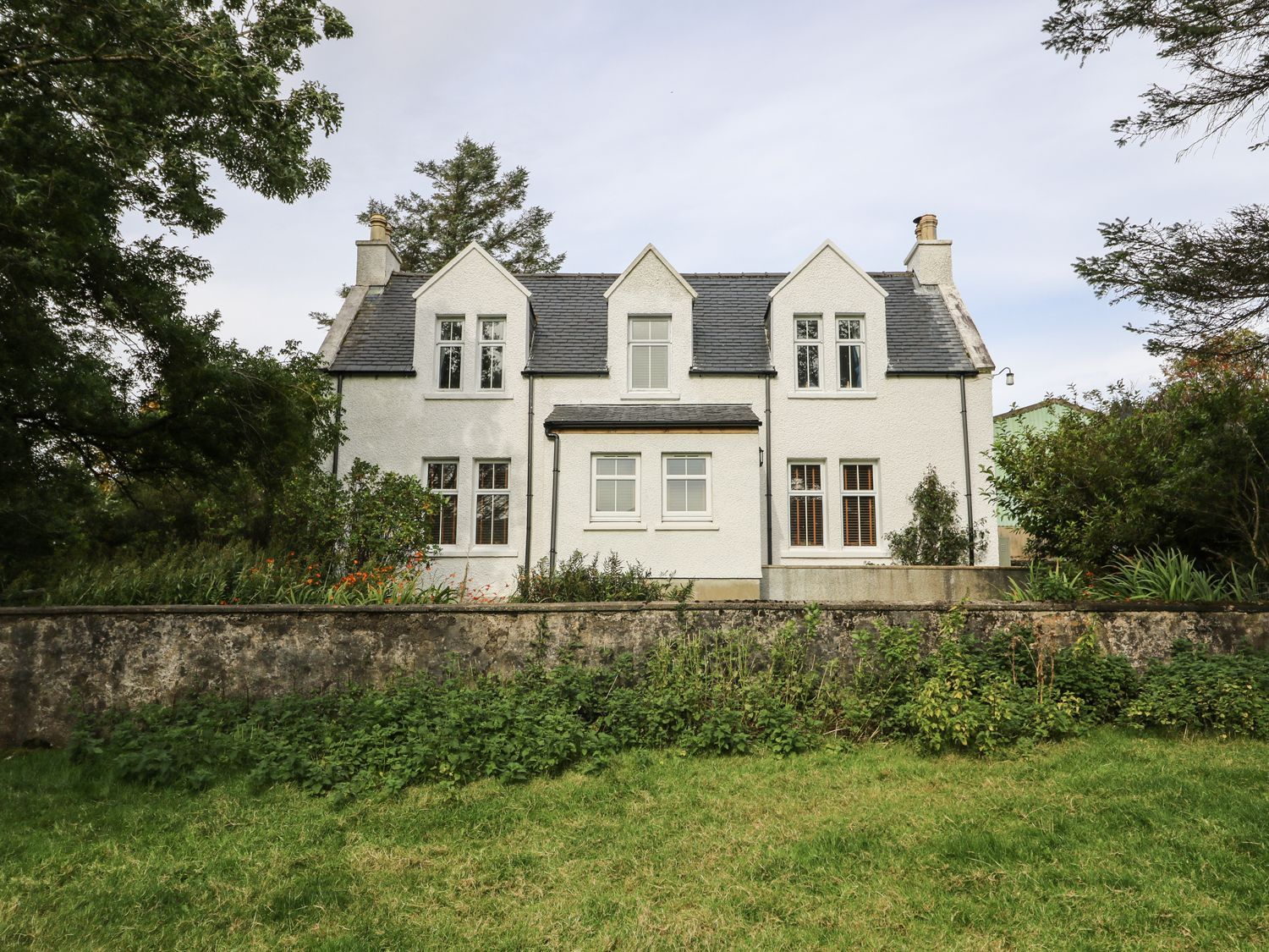 Sleeps 5 Bedrooms 3 Bathrooms 2 Pet Free Sleeping Up To Five People In Three Bedrooms This Cottage Is Holiday Cottages To Rent Cottages Scotland Rent Cottage