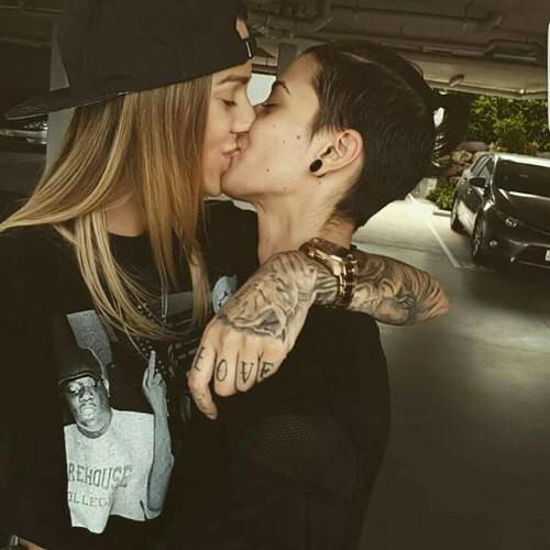 Xxxxx lesbians