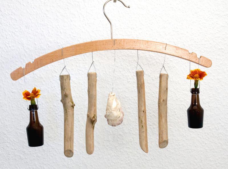 Fensterdeko Holz mobile kleiderbügel blumen vase fensterdeko holz