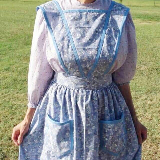 #Quaker #apron, #pioneer apron, hand sewn, #fullapron, ruffle apron, long apron, two pockets, Paneled skirt, #plussize apron, #costume apron #workapron #elegantapron #vintageapron #vintage #handmade #shoppershour by madewiththekids on Etsy