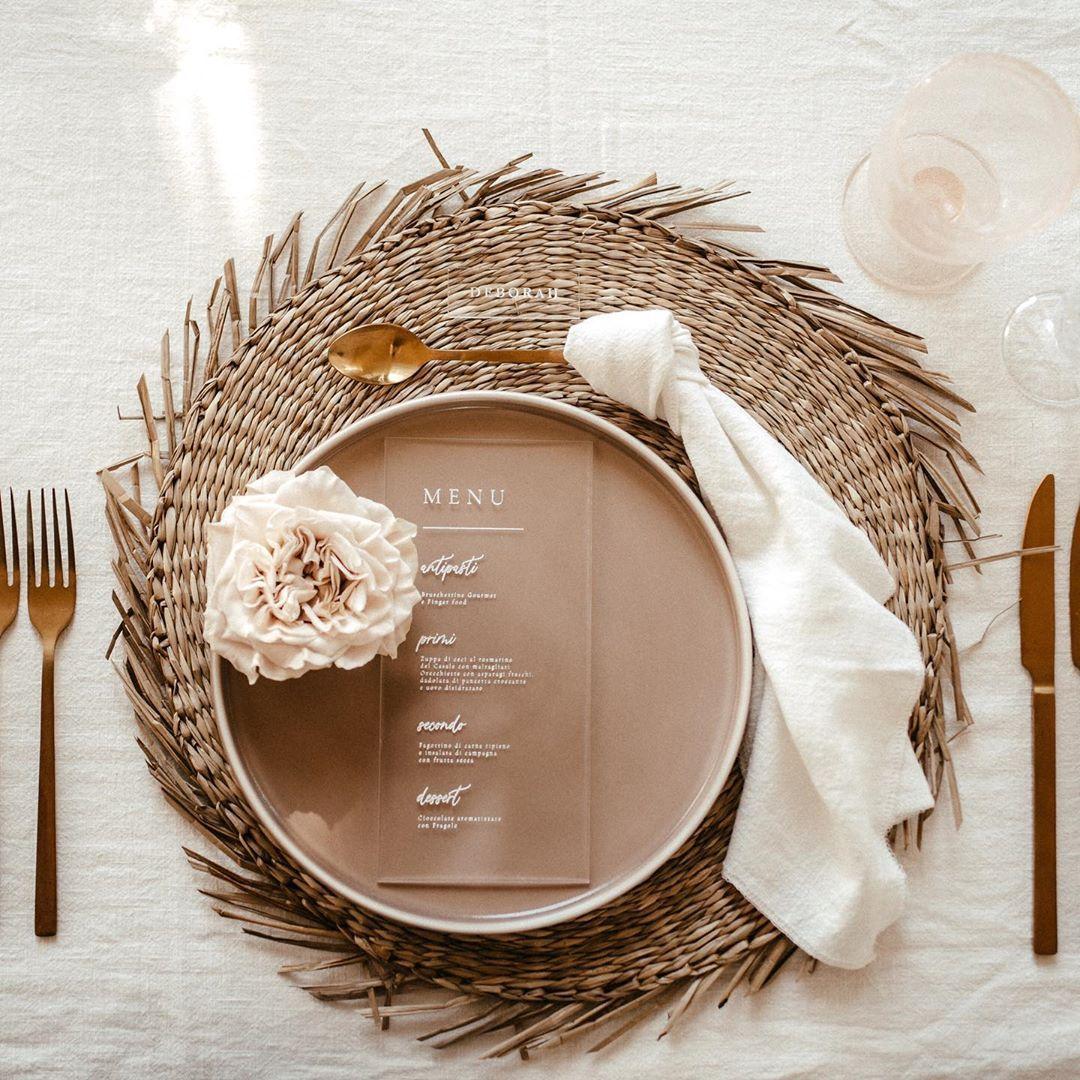 Beautiful Minimal, Clean And Elegant Wedding Table Setting