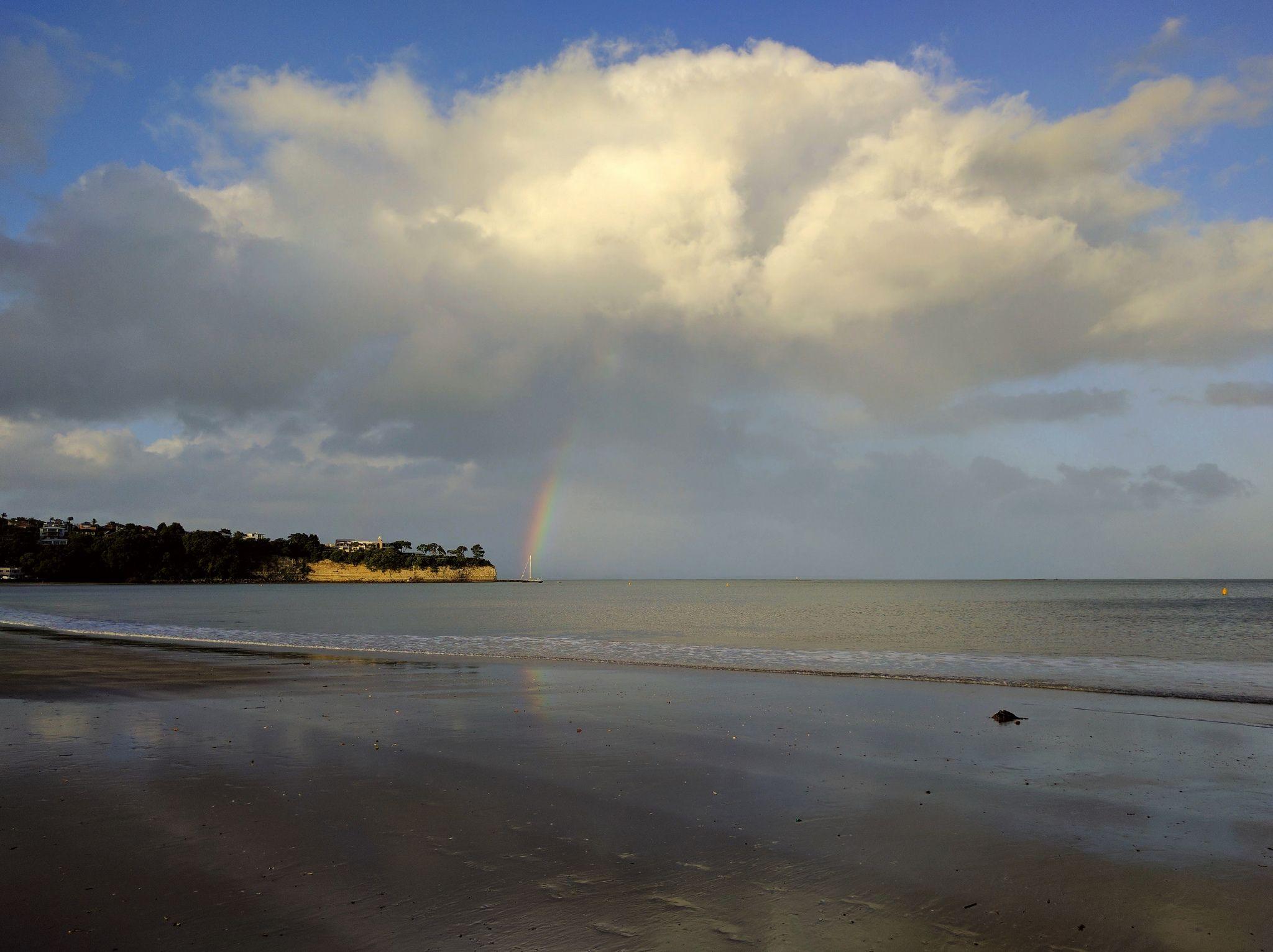 [OC] A break in the rain. Brown's Bay New Zealand (2048 x