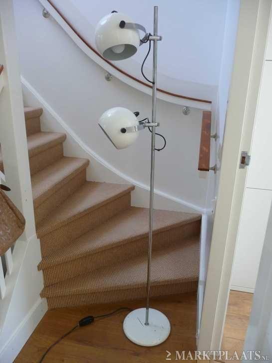 Vintage vloerlamp met twee witte lampenkappen