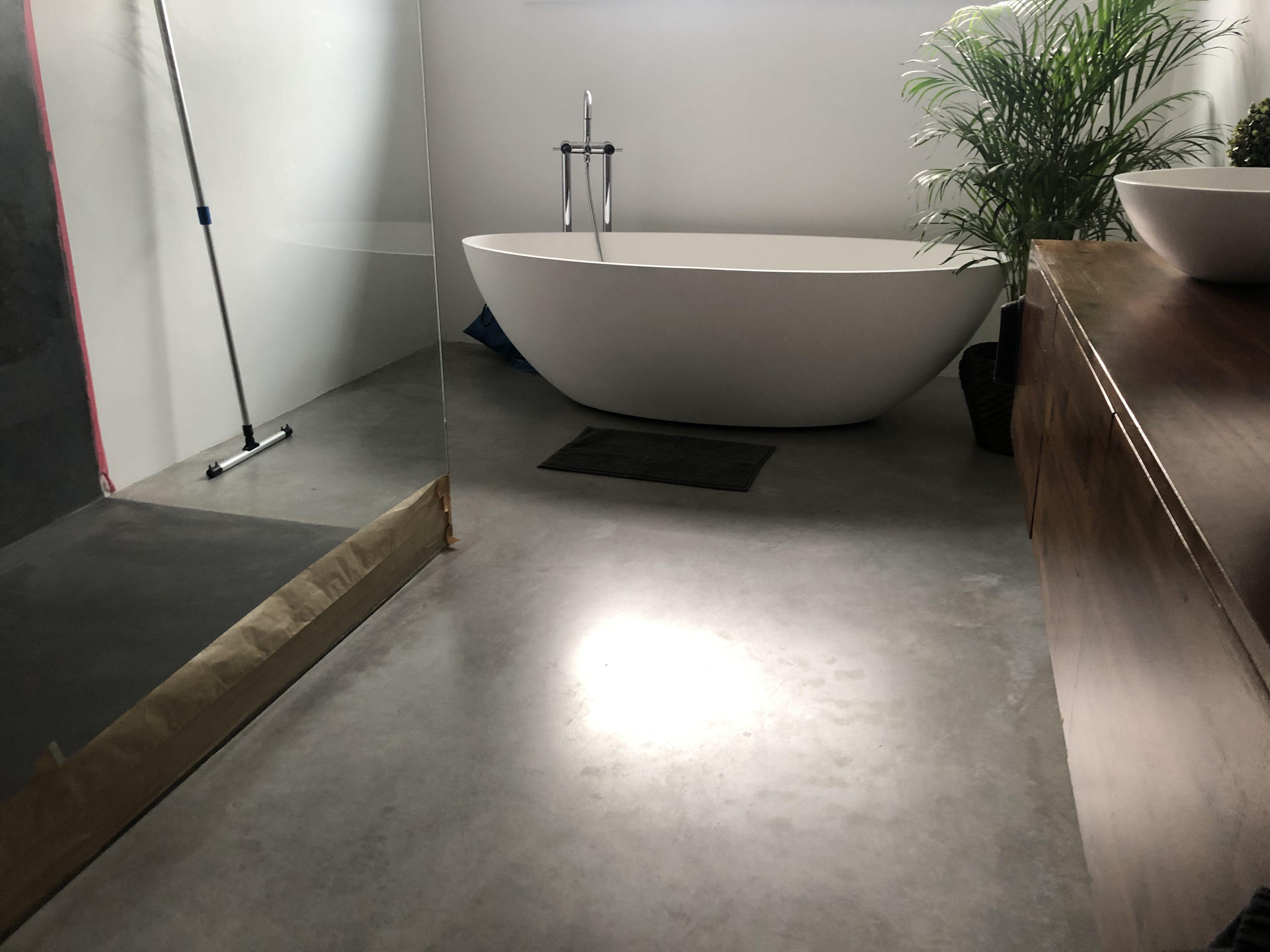 Impragnierung Von Estrich Durch Sinnofloor Cw2in1 Bietet Auch Fur Badezimmer Optimalen Schutz Bei Ausgezeichneter Umweltvertraglichkeit In 2020 Badezimmer Estrich Bad