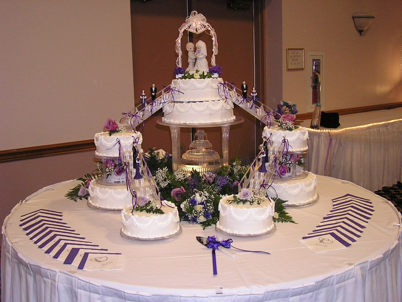 Wedding Cakes With Fountains Huge Cake With Fountain