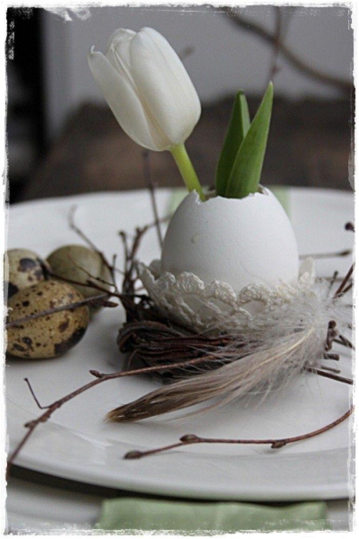 niedliche oster tischdeko mit eiern und blumen noch mehr deko ideen gibt es auf. Black Bedroom Furniture Sets. Home Design Ideas