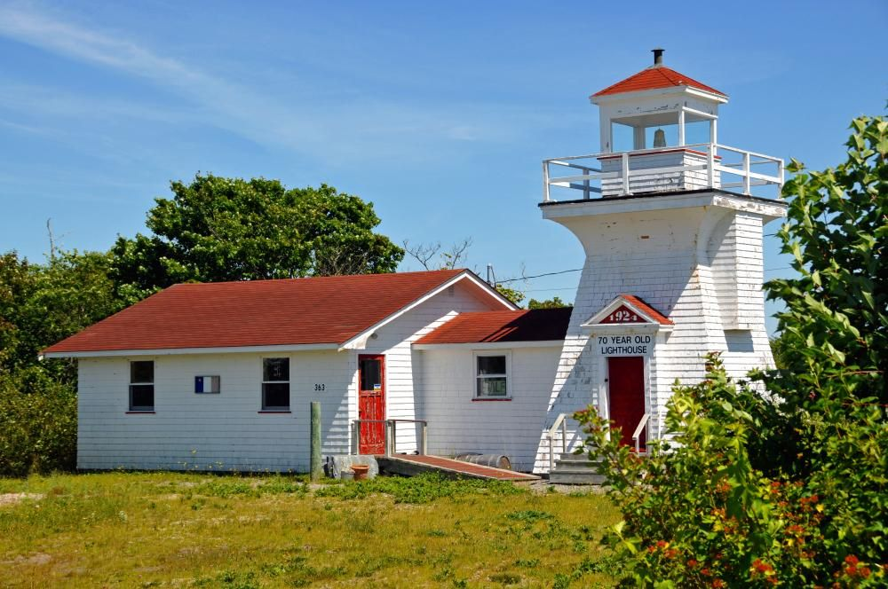 Photo of Salmon River Lighthouse, Canada jigsaw puzzle in Street View puzzles on TheJigsa…