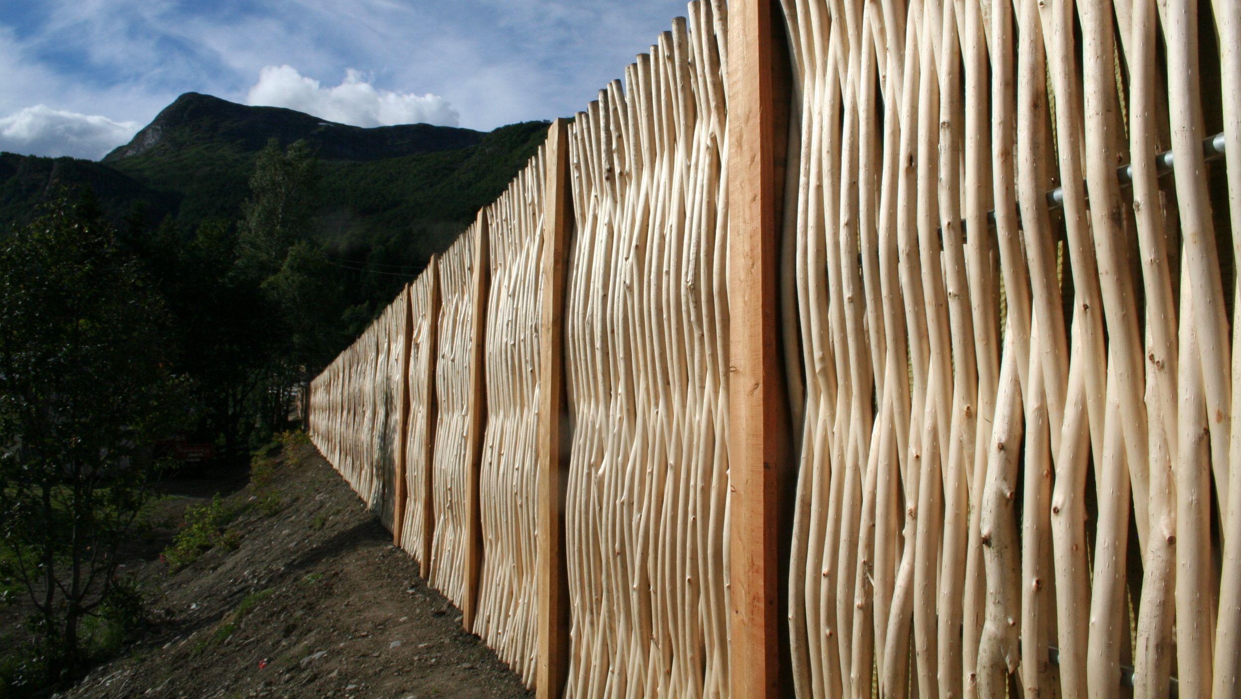 debarked willow noise barrier thegreenbarrier noisebarrier willow ext rieurs pinterest. Black Bedroom Furniture Sets. Home Design Ideas