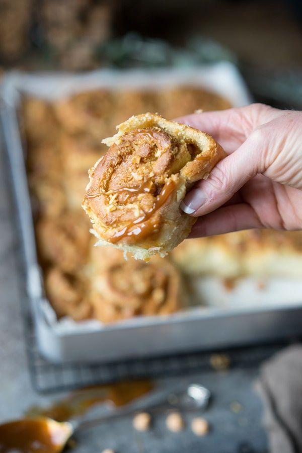 Walnuss-Karamell-Hefeschnecken mit Karamellsauce - Zimtkeks und Apfeltarte #fruitsmoothie