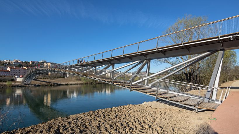 dietmar feichtinger architectes curves peace footbridge over river in lyon bridges pinterest. Black Bedroom Furniture Sets. Home Design Ideas