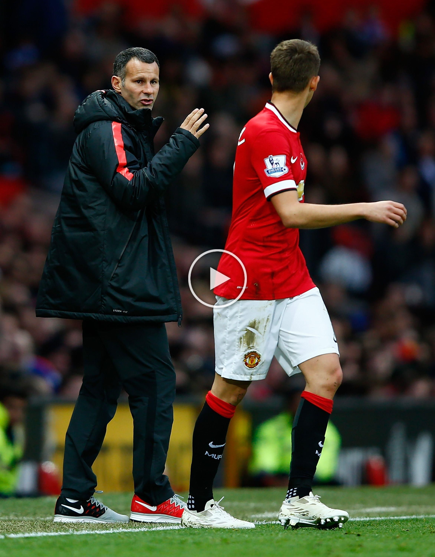 Manutd Forward Adnan Januzaj Receives Instructions From Mentor And Assistant Manager Ryan Giggs In 2020 Manchester United Ryan Giggs Manchester United Football Club