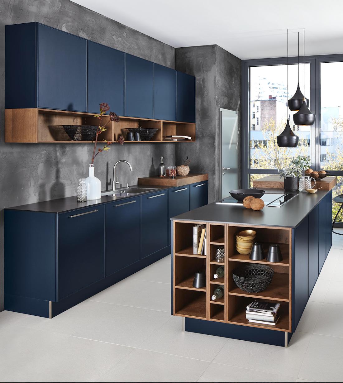 design-küche in elegantem blau mit kochinsel | moderne küche