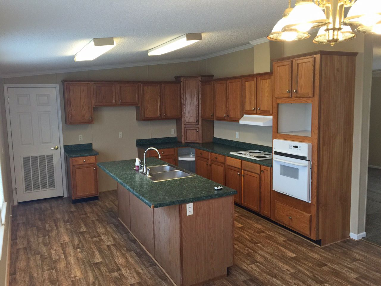Beautiful 4 Bedroom, 2 Bath fullyreconditioned mobile