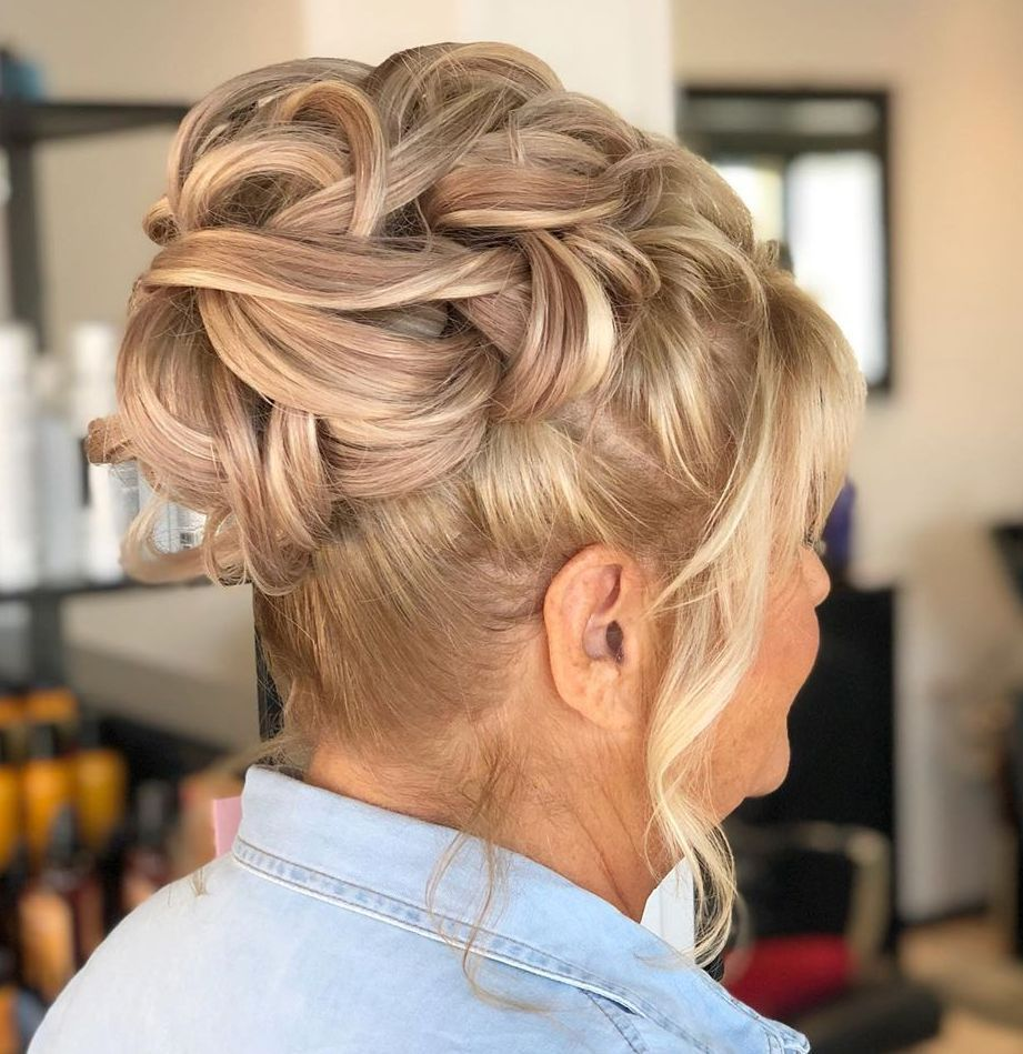 30 Gorgeous Mother of the Bride Hairstyles for 2020 - Hair Adviser