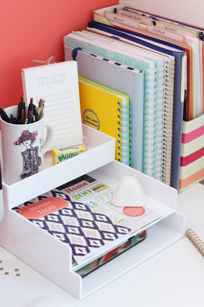 All Kinds Of Cute Yet Simple Desk And Office Organizing Going On Here Desktop Organization Via Modish Main