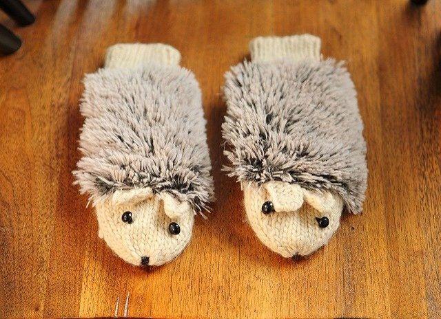 a5becd8215810f 「送料無料 手袋 レディース ミトン ニット 動物 ハリネズミ ふわふわ 手編み風 ハンドメイド風 アニマル手袋