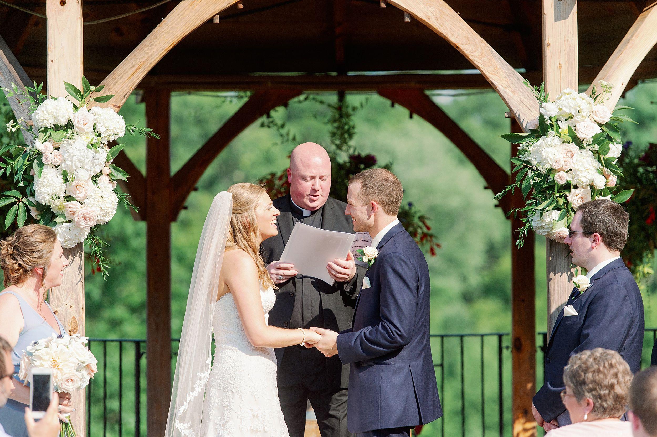 Zorvino Vineyards Wedding Lynne Reznick Photography In 2020 Zorvino Vineyard Vineyard Wedding Wedding
