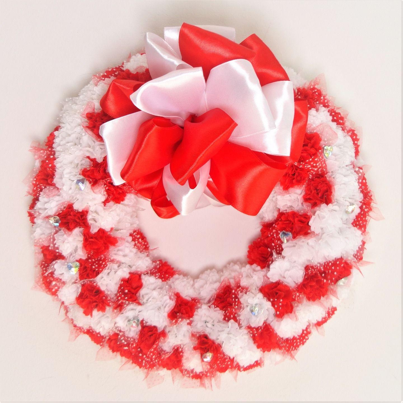 couronne de bienvenue illet rouge et blanc couronne de porte d 39 entr d corative. Black Bedroom Furniture Sets. Home Design Ideas