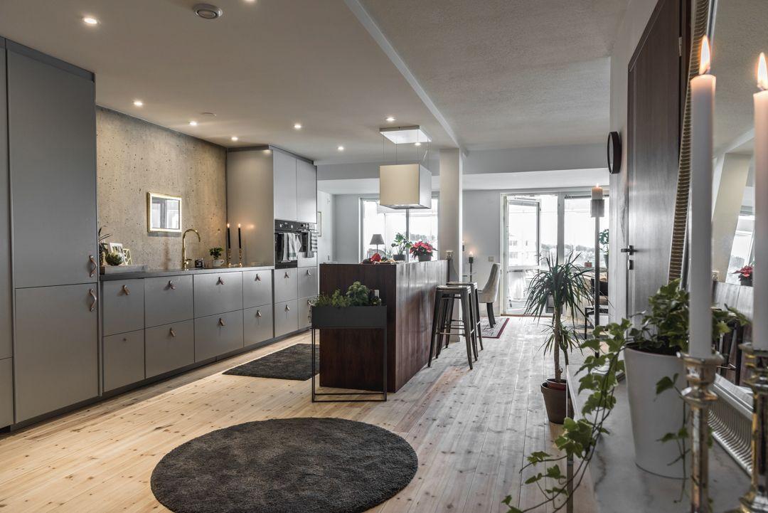 Une terrasse fermée comme une véranda pour un appartement contemporain | Appartement ...