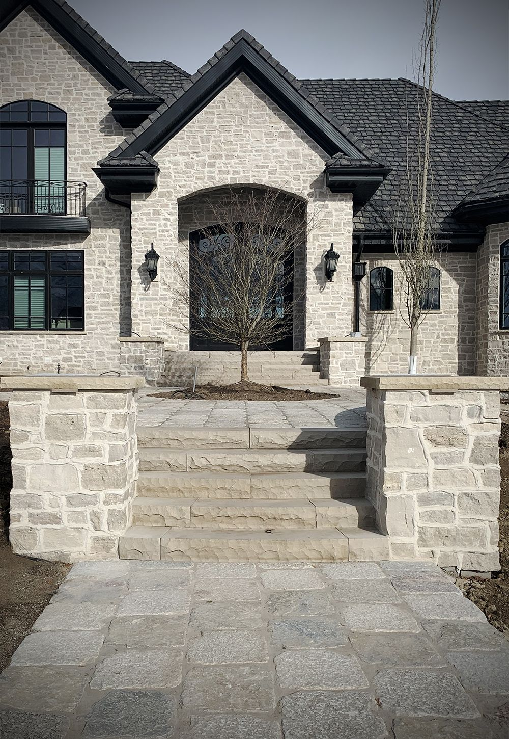 Natural Stone Pavers Fond Du Lac Stone Veneer House Exterior Masonry In 2020 Exterior Stone House Exterior French Country Exterior