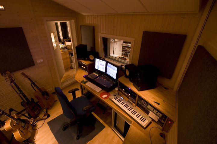 Control room in a home recording studio :: [20 Home Recording ...
