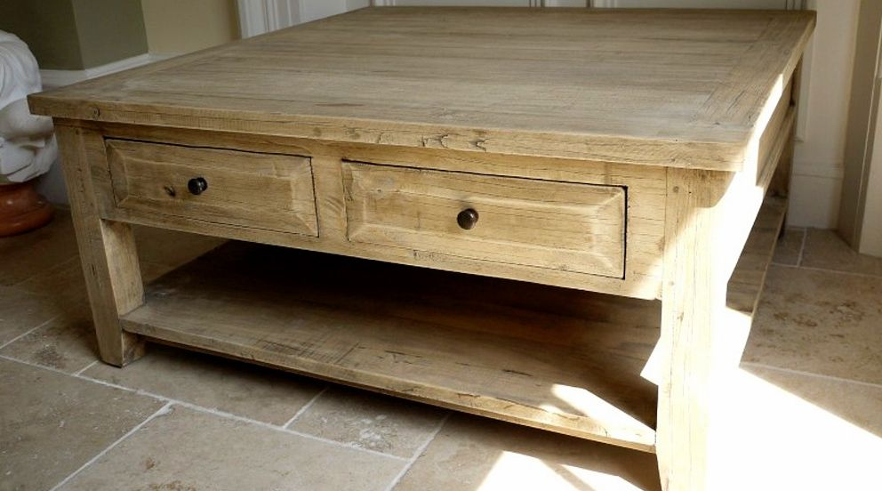 Grande table basse carr e de style rustique en bois massif for Table basse carree bois