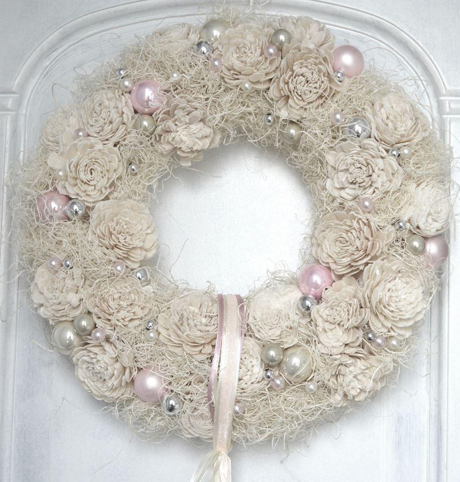 Boze Narodzenie Swieta Chrostmas Wianek Wreath Kwiaty Dekoracje Z Kwiatow Sztuczne Kwiaty Bombki Ecru Kompozy Holiday Decor Christmas Wreaths Holiday