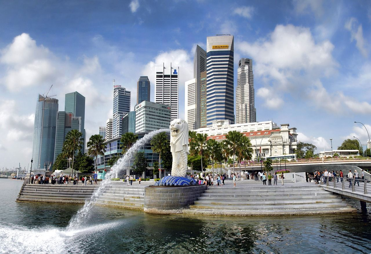 Merlion and skyscrapers representing Singapore job market
