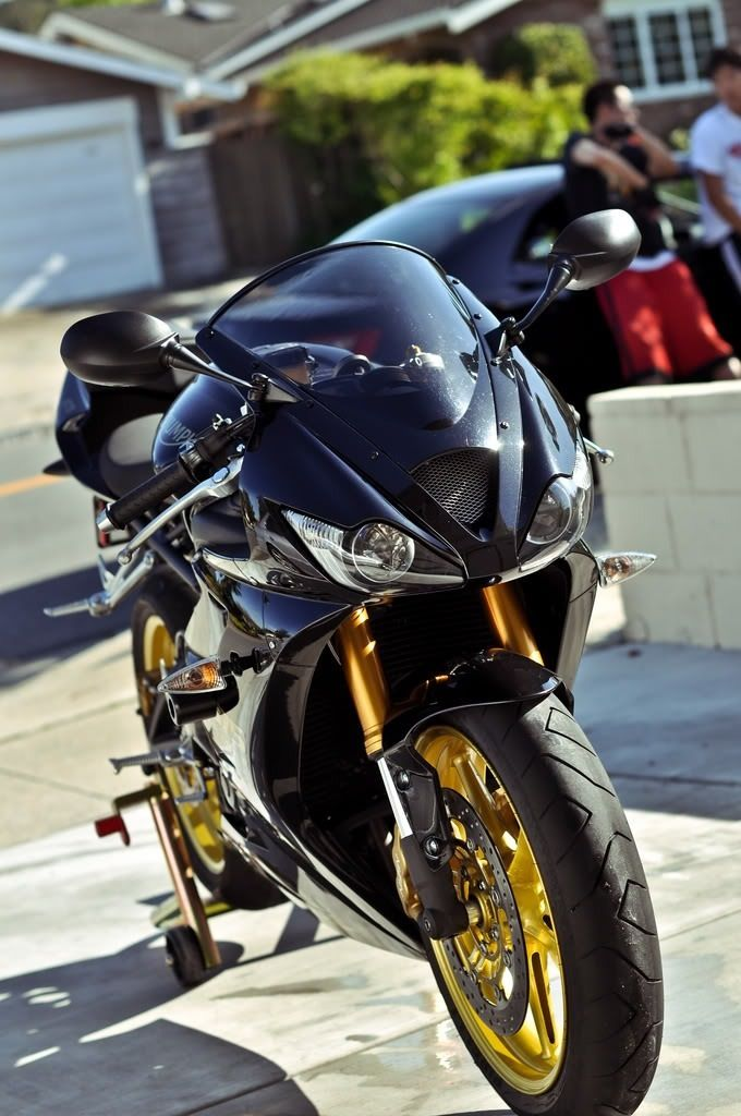 Sport bike... can I have it?!?!?(: