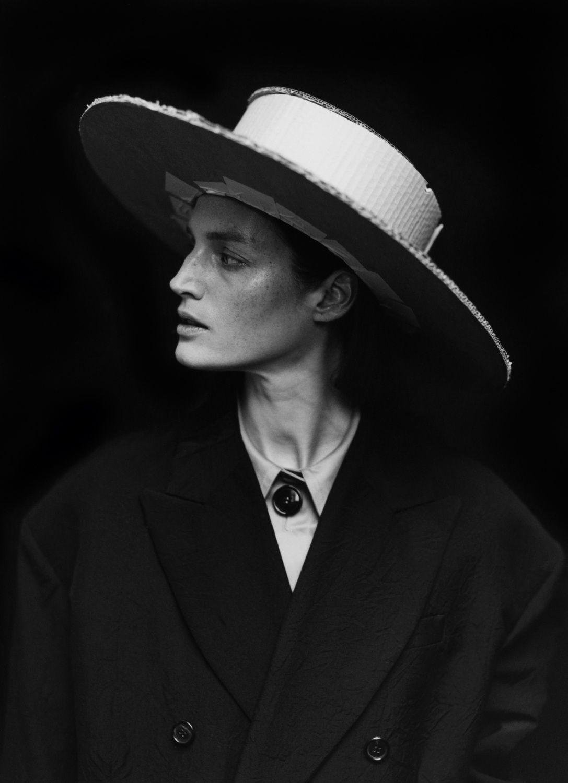 Outside The Box Photography: Jack Davison Models: Vivien Solari, Cara Taylor, Amber Rose Witcomb, Rudy Morgan, Mia Howe & Tom Shickle Vogue April 2017