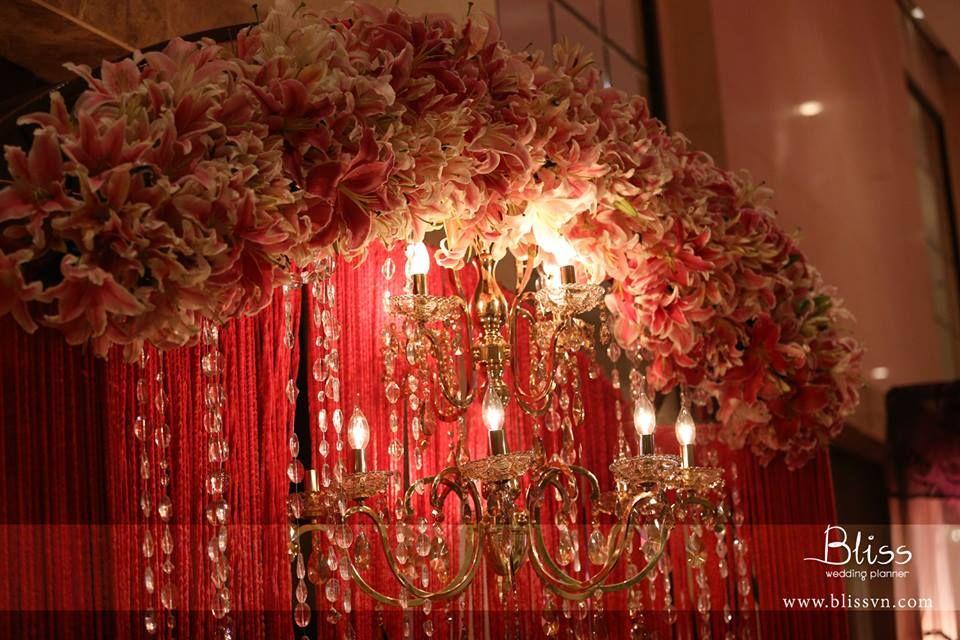 Wedding decoration in vietnam wedding gate with lys and crystal wedding decoration in vietnam wedding gate with lys and crystal wedding weddingplanner weddinginvietnam junglespirit Gallery
