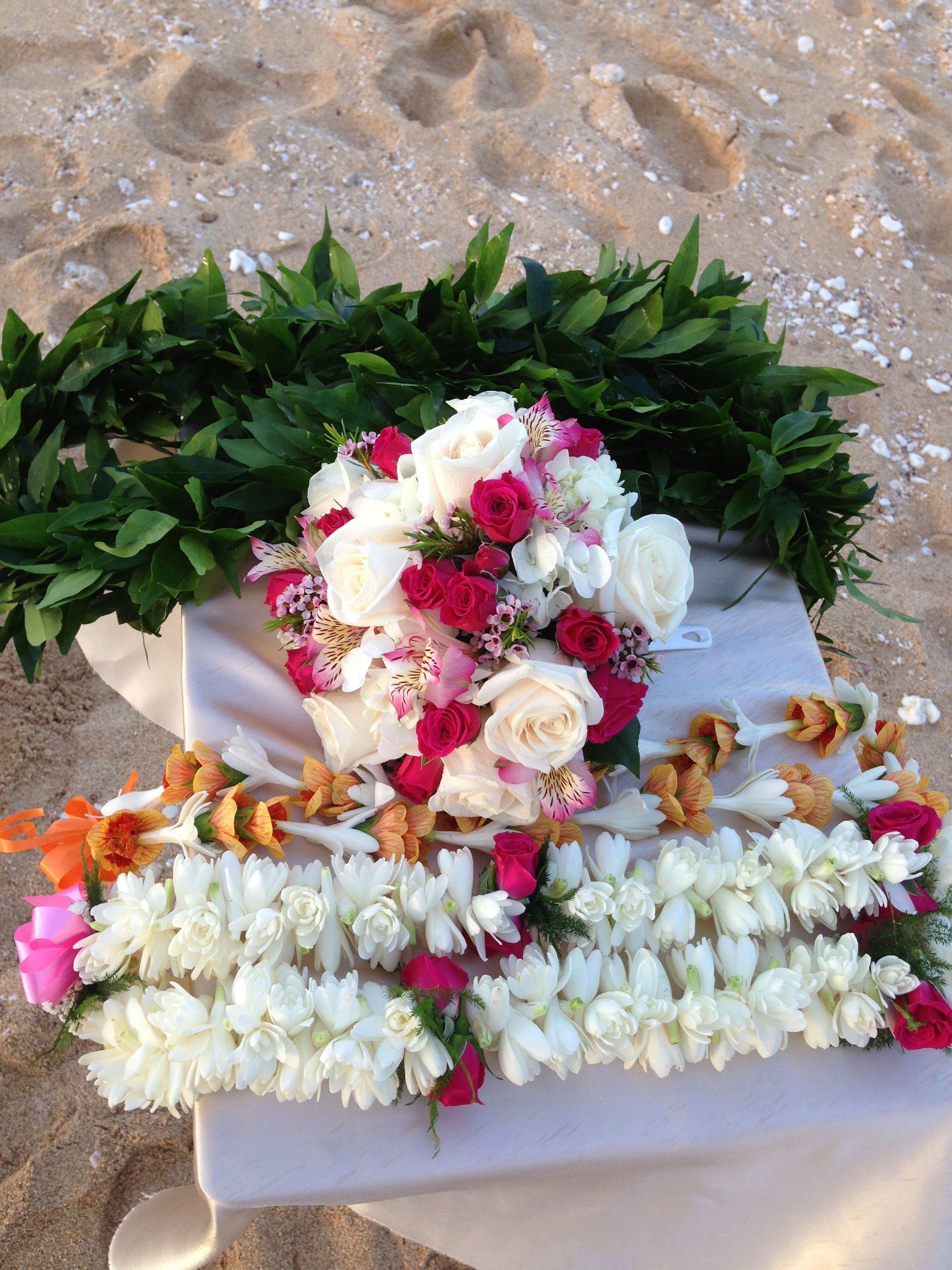 Islander weddings in honolulu hawaii provides colorful flower islander weddings in honolulu hawaii provides colorful flower bouquets and beautiful leis made of tuberose izmirmasajfo Images