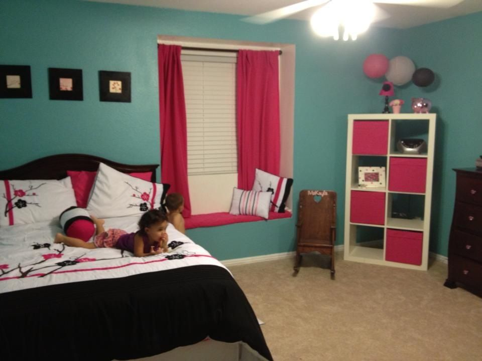 Pink, black and white bedroom with turquoise paint. | Kids ...