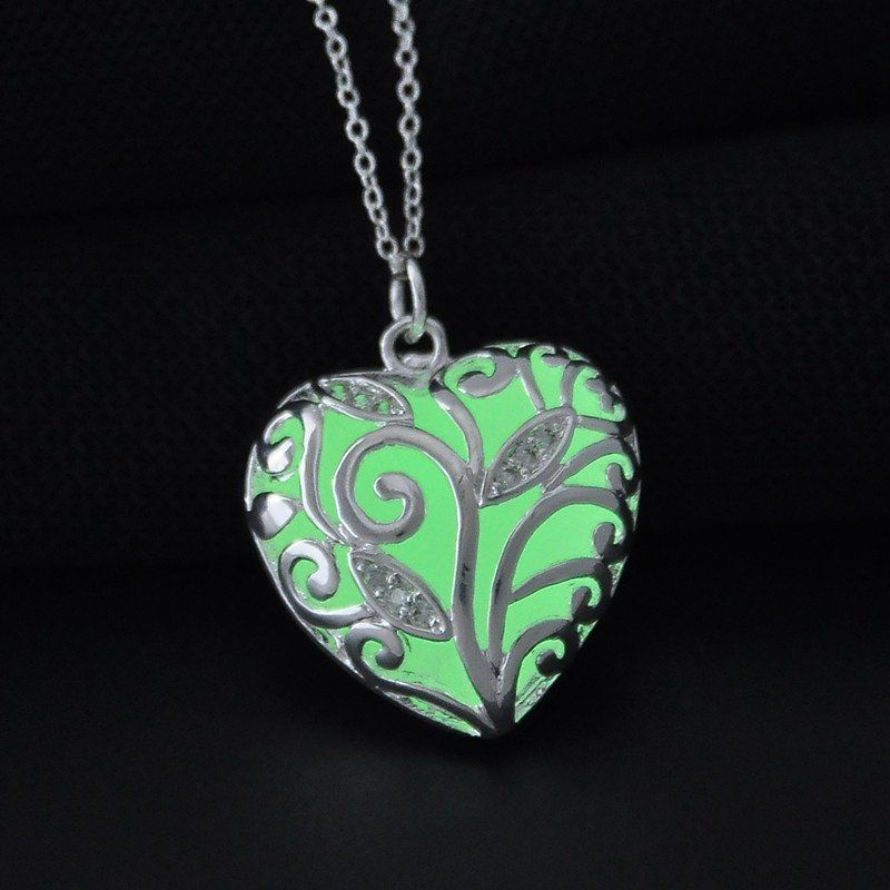 New 2016 Glow In The Dark Heart Necklace