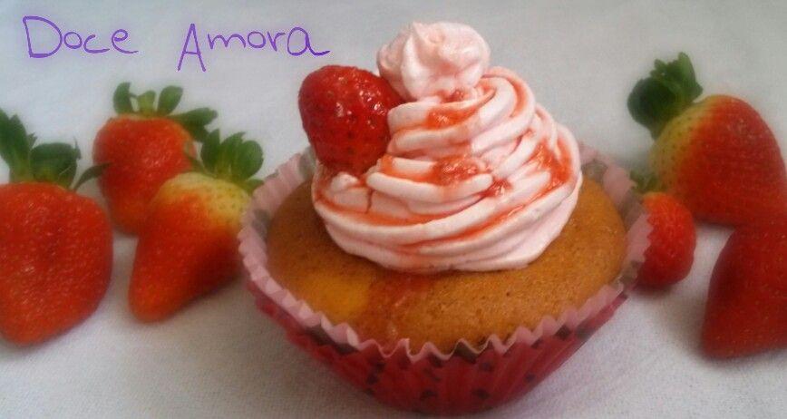Cup Cake de morango! De dar água na boca! Doce Amora!