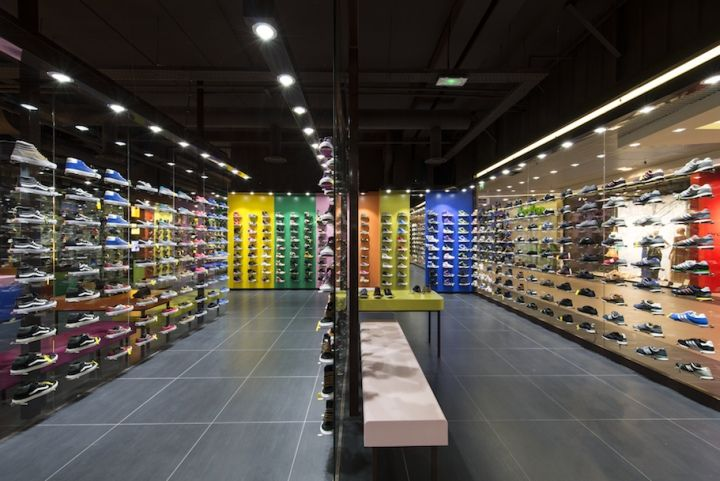 Hylton Store At Plan De Campagne By Maurice Padovani Cabries France 10 Hylton Store At Plan De Campagne By Maurice Padovani Retail Design Design Store Design