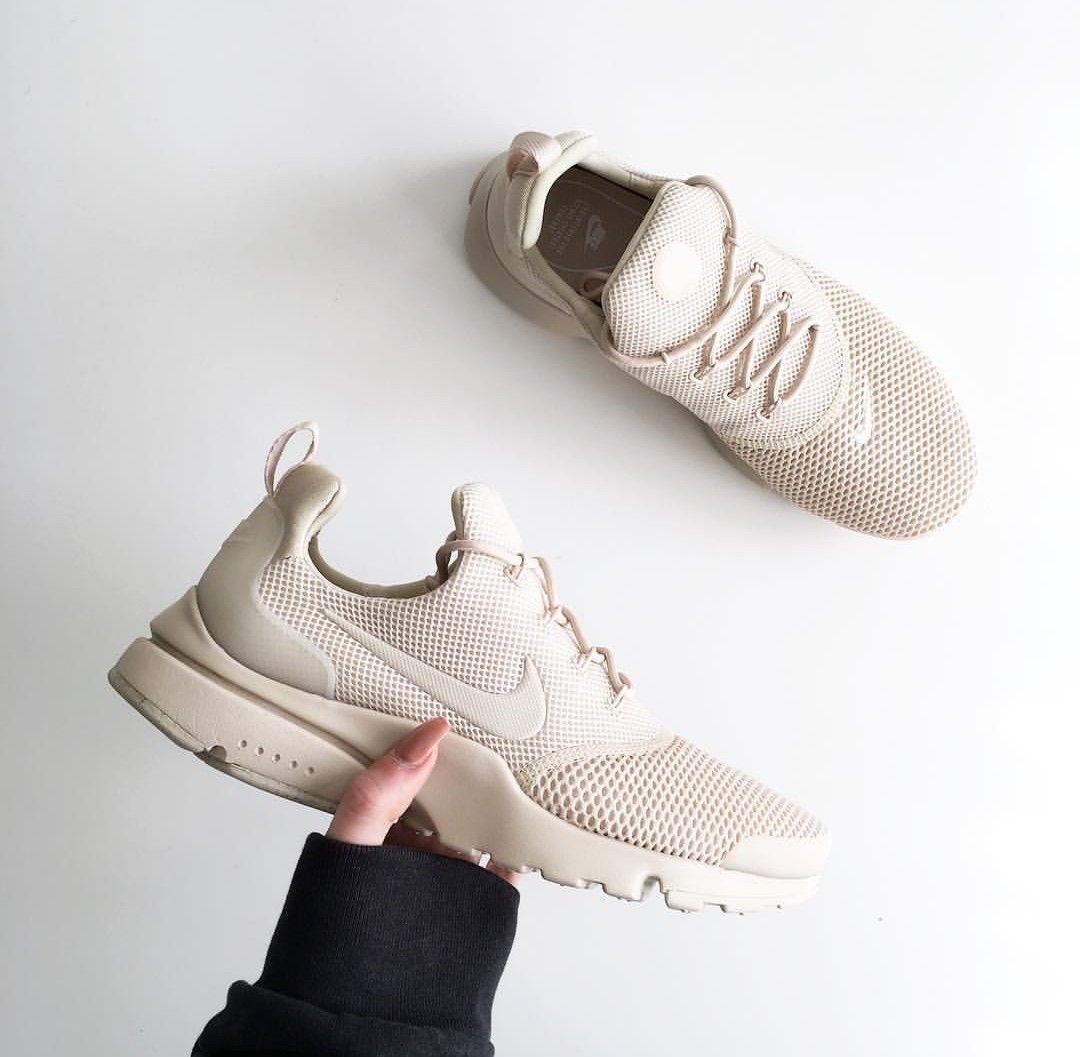 Nike presto fly in beige/creme // Foto: inslopez |Instagram