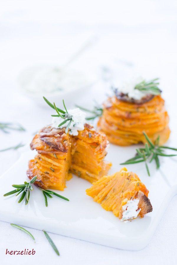 Photo of Hochstapelei – Süßkartoffel-Türmchen Snack mit Knoblauch und Parmesan