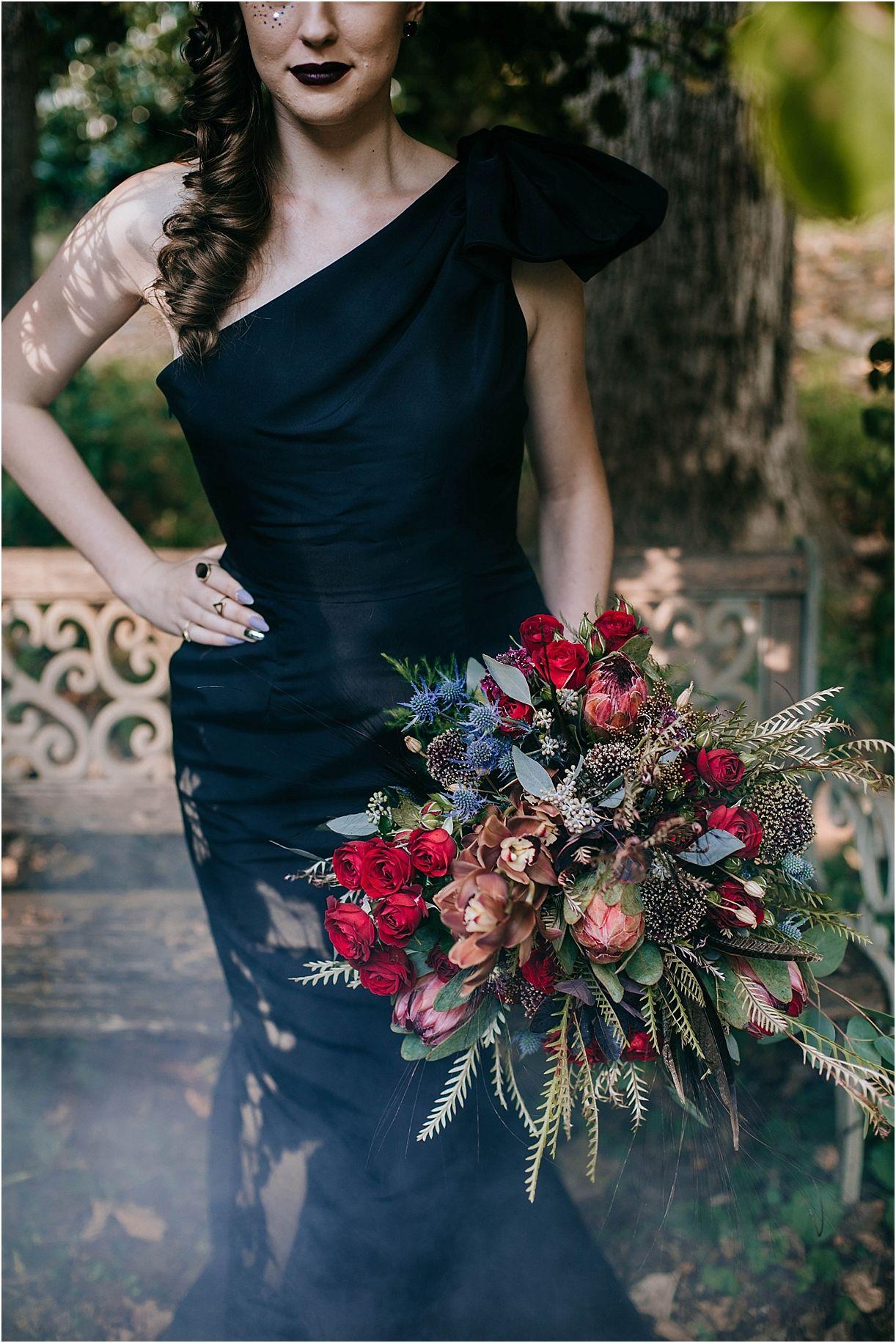 Eerily Elegant Halloween Wedding Ideas Halloween wedding