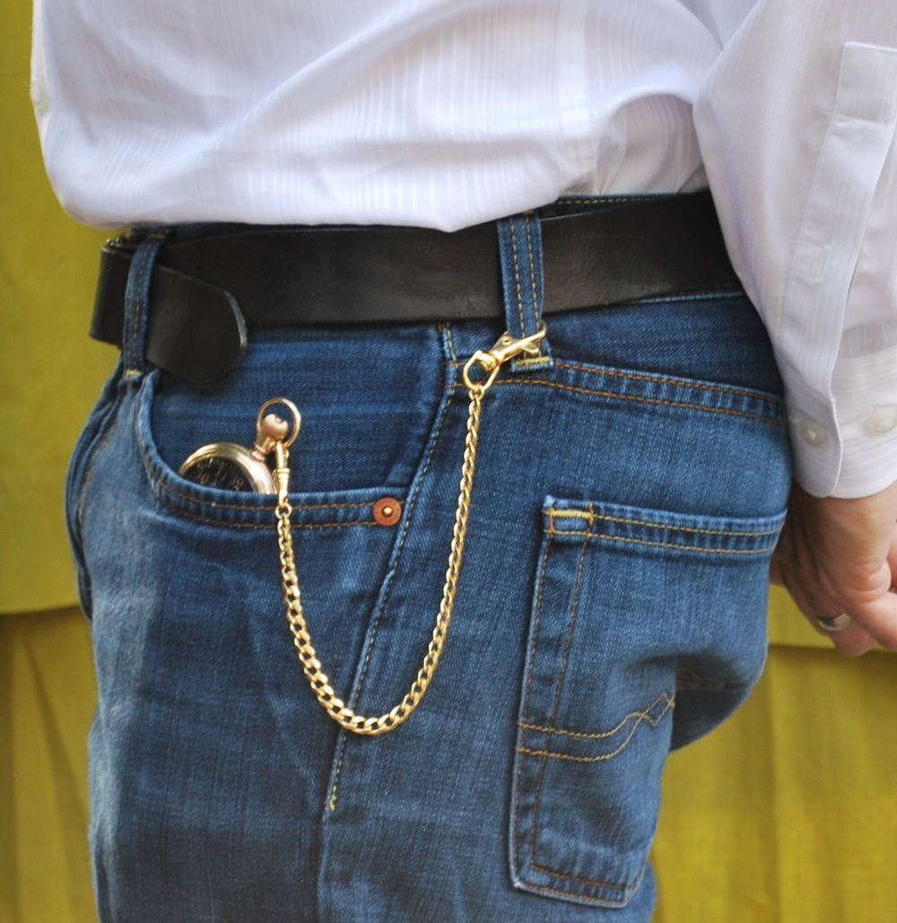 how to wear pocket watch