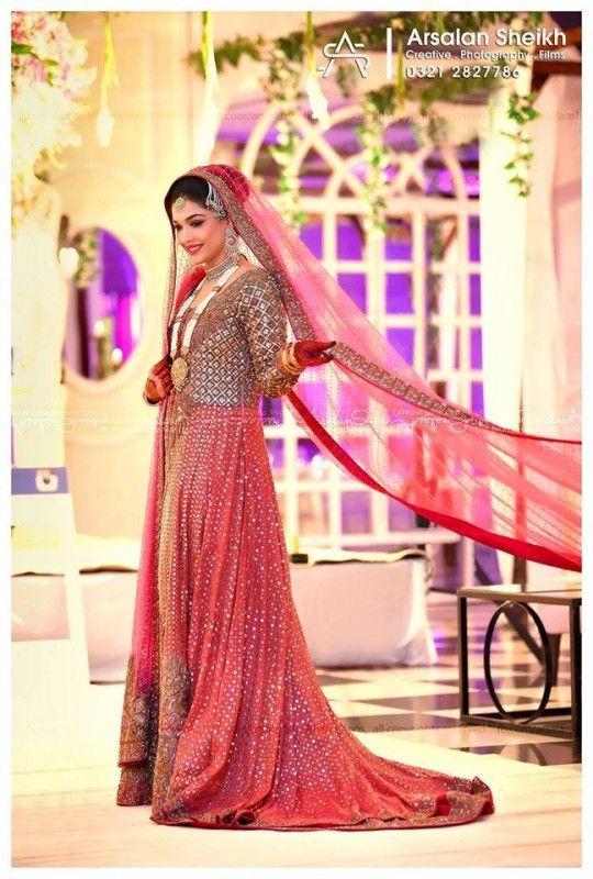 Sanam Jung Wedding Shoot 15 Fashion And Showbiz Magazine Pakistan Pakistani Bridal Wear Casual Wedding Dress Bridal Outfits