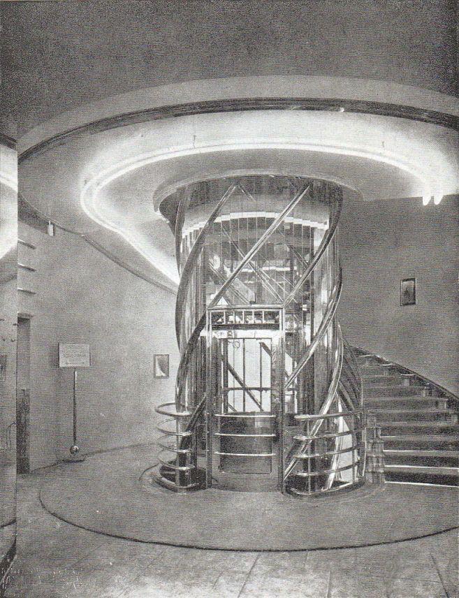 BERLIN 1929, Treppenhaus Und Aufzug Im Leinenhaus Grünfeld Am Kurfürstendamm